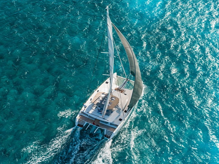 As Thailand is located very close to the equator it is a year round sailing destination, though there are 2 distinct seasons