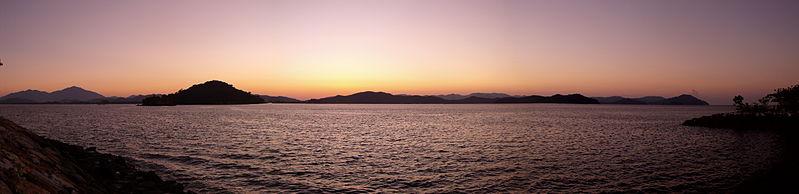 799px-Sunrise_over_Pantai_Cenang