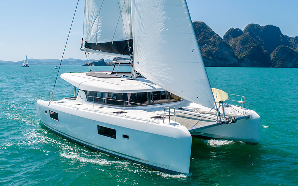 Book your charter in Hong Kong