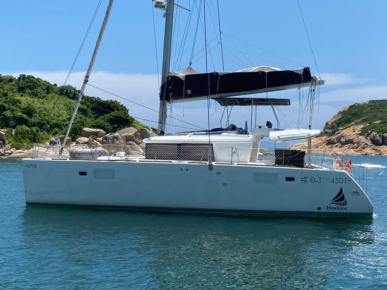 Simpson Marine - Lagoon 450 CWB